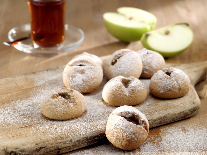 Biscuiți umpluți cu mere